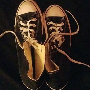 Mens size 10 black converse